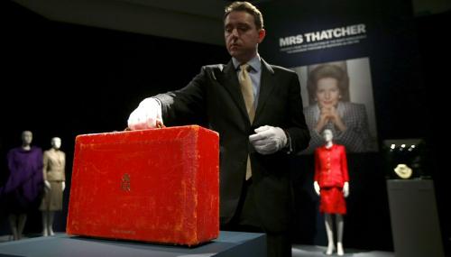 La valise en cuir rouge de Margaret Thatcher vendue à plus de 300.000 euros