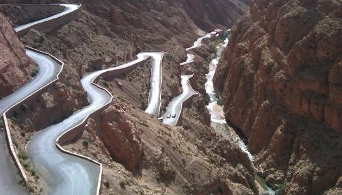 Route de Tizi N'tichka: élargissement de l'une des routes les plus meurtrières au Monde (VIDÉO)
