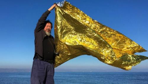 À Lesbos, l'artiste chinois Ai Weiwei affiche son soutien aux migrants