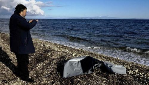 Ai Weiwei veut ériger un mémorial aux migrants à Lesbos
