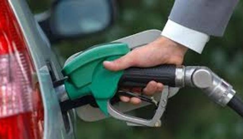 Carburants: légère baisse samedi