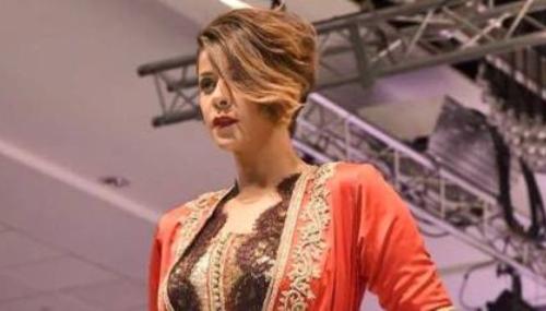 Leila Hadioui défile en caftan pour