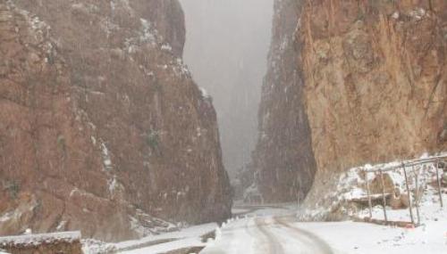 Les images impressionnantes des gorges du Todra vêtues d'un manteau de neige