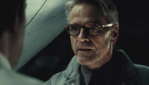 Justice League : Jeremy Irons (Alfred) confirmé au casting !