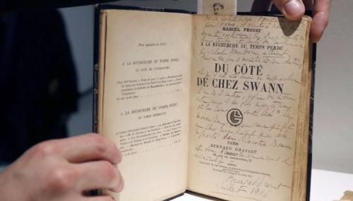Des effets personnels de l'écrivain Marcel Proust mis aux enchères à Paris