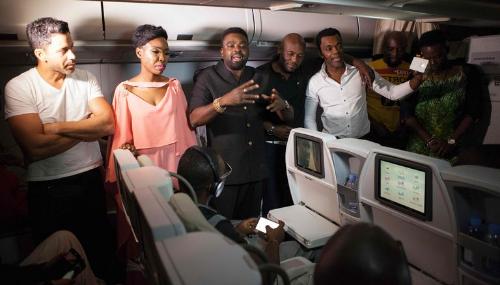Quand la jet-set nigériane s'offre une avant-première à 10000 mètres d'altitude