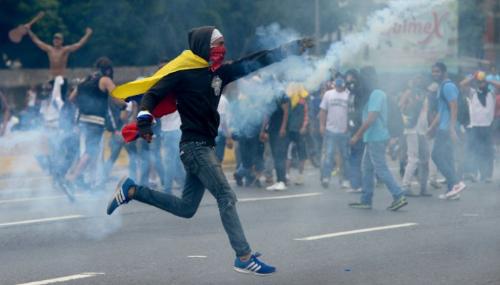 Un homme tué par balle à Caracas lors de manifestations anti-Maduro