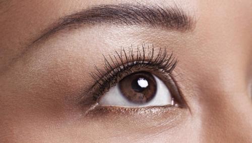 Trois palettes pour réveiller des yeux marron