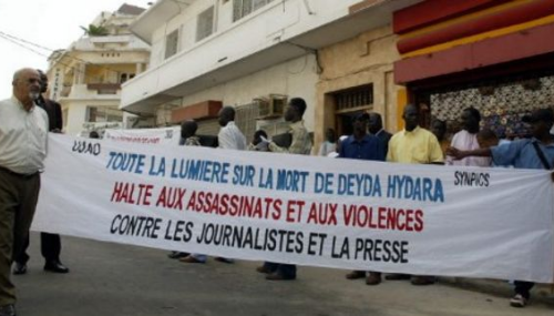 Gambie: Premières inculpations dans l'assassinat du journaliste Deyda Hydara