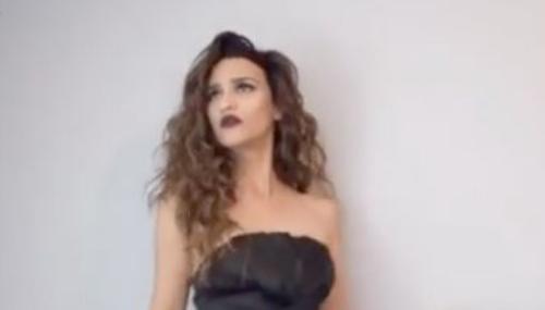 Une blogueuse parodie les danses exécutées dans les mariages arabes