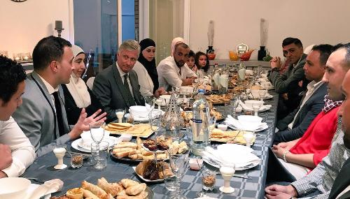 Belgique : Le roi Philippe rompt le jeûne avec une famille marocaine