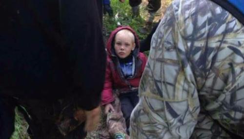 Russie : A 4 ans, il survit 5 jours seul dans la forêt, entouré d'ours et de loups...