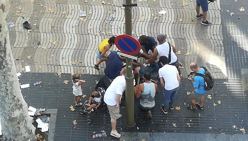 Une fourgonnette percute plusieurs personnes sur Las Ramblas à Barcelone