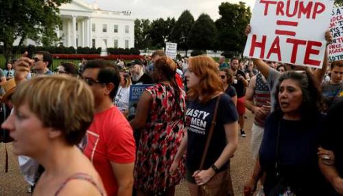 Le Congrès somme Trump de condamner le suprémacisme blanc
