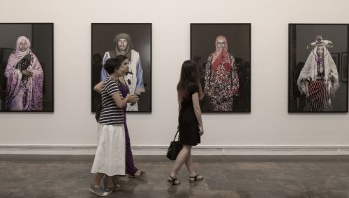 Une exposition à Valence met en lumière les femmes photographes arabes