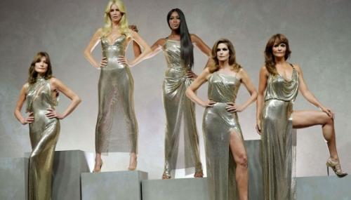 Bruni, Cindy, Campbell, Schiffer...les plus belles femmes du monde chez Versace