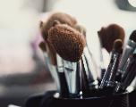 Les meilleurs accessoires pour laver les pinceaux de maquillage