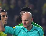 Ligue1: l'arbitre Tony Chapron écarté «jusqu'à nouvel ordre» pour avoir taclé un joueur
