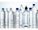 Quand des particules de plastique s'immiscent dans nos eaux en bouteilles