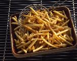 Frites, pain : ces bons gestes pour réduire l'acrylamide, substance cancérogène