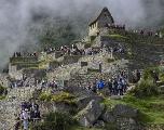 Menacé par le tourisme de masse, le Machu Picchu tente de se protéger