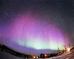 Pourquoi certaines aurores polaires sont violettes ?