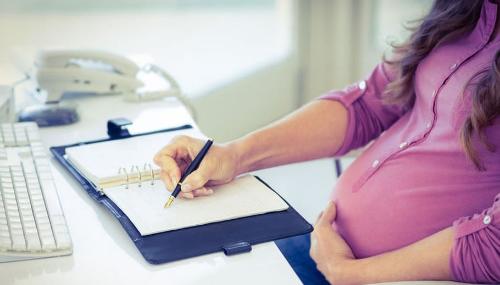 La majorité opte pour une nouvelle durée du congé maternité