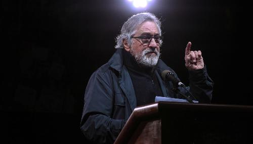 Robert De Niro s'en prend à Trump et regrette venir d'un pays qui