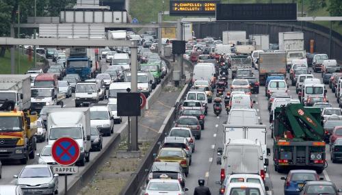 Grèves: plus de 620 km de bouchons en Ile-de-France
