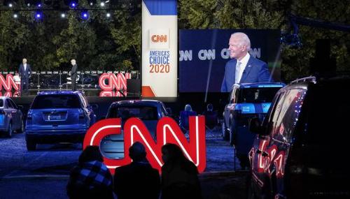 Jouant sur l'empathie et la colère anti-Trump, Biden retrouve les électeurs