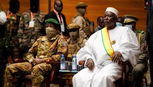 Le président malien prête serment, promet une transition civile sous 18 mois