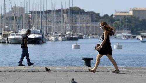 À Marseille, restaurateurs et cafetiers se rassemblent pour dire non au reconfinement de l'économie