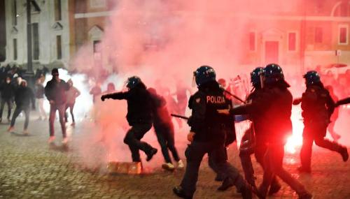 Coronavirus : La France se prépare à un reconfinement, nouvelles manifestations en Italie