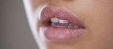 Lèvres sèches et abîmées : 5 baumes dans lesquels investir